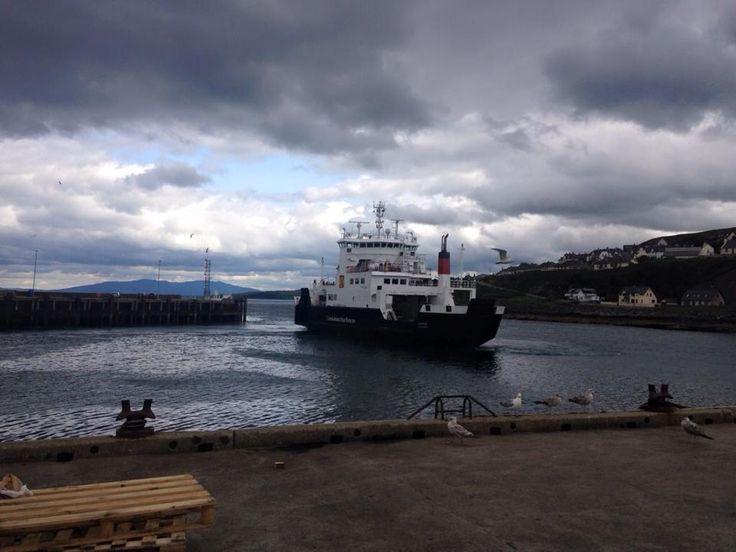 Ferry leaving Tarbert