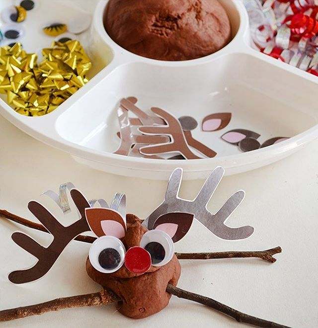 We had so much fun making these funny looking play dough reindeer. I love the weird grin on this one's face... makes me wonder what he's been up to! LOL⠀ ⠀ We shared some free printable antlers, ears and noses play dough accessories on the blog if you'd like to grab them and have a play... #linkinbio