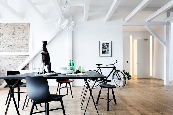Industrieel appartement in West-Berlijn met een stoere bakstenen muur - Roomed