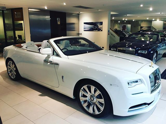 English white #rollsroycedawn Seashell #rollsroyce leather. First one with this combination. Share your thoughts....