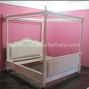 Tempat Tidur Jok Kanopi Cat Duco Mempunyai Tampilan Kamar tidur Mewah Dan Indah. tempat tidur juga mempunyai desain minimalis yang elegan serta dijual dengan harga yang bersahabat