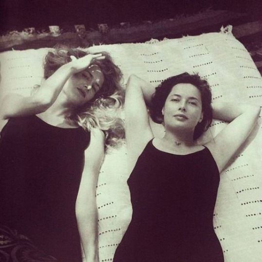 Laura Dern and Isabella Rossellini.  Photo by Fabrizio Ferri for Vogue Italia in 1996.