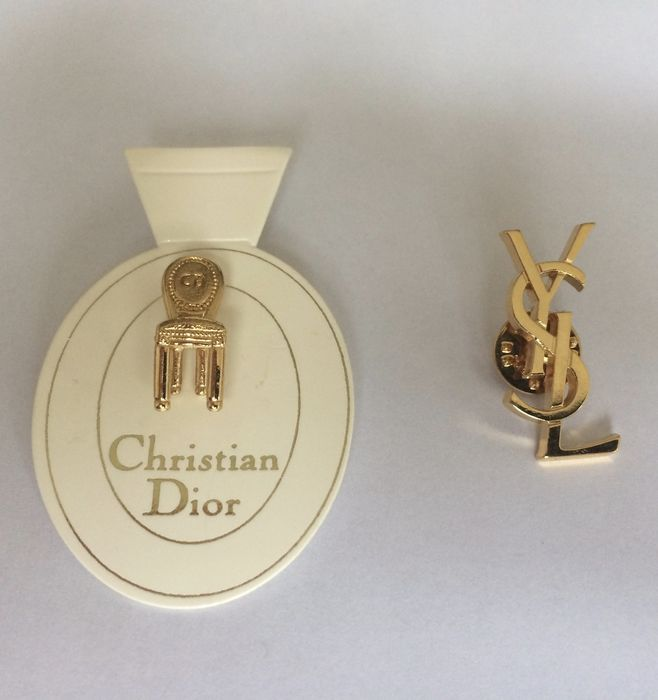 Online veilinghuis Catawiki: Lot van 2 Ballou Registered goldplated broches: Yves Saint Laurent en Christian Dior
