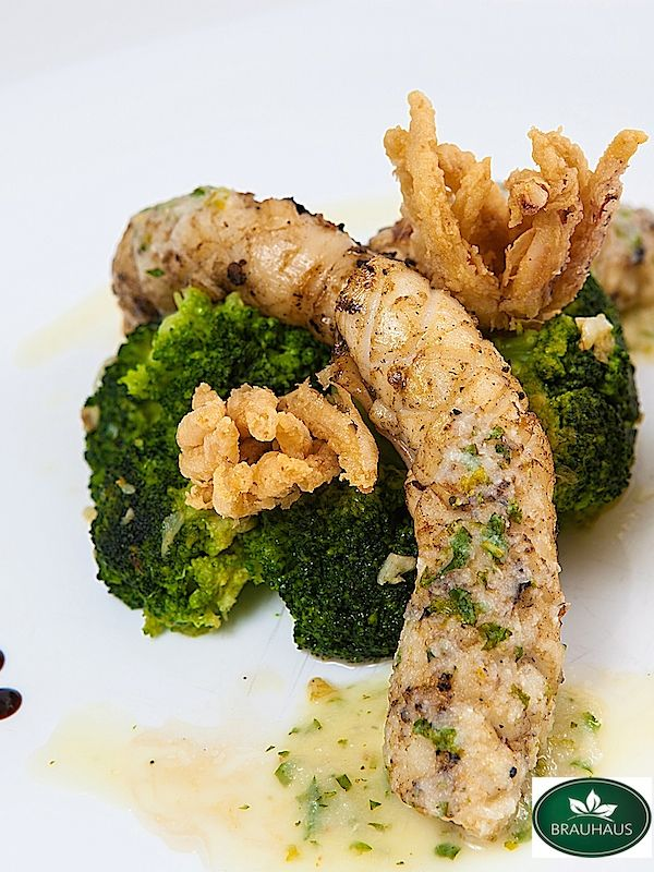 Calamari la Grătar cu Sos de Lămaie și Usturoi, servit cu garnitură de Broccoli