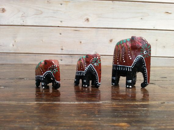 Vintage Set of Three  Wood Elephants Wood Elephant от SashaStore, $15.90