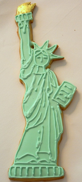 Statue of Liberty Cookie by Pink Martinis and Pearls, via Flickr