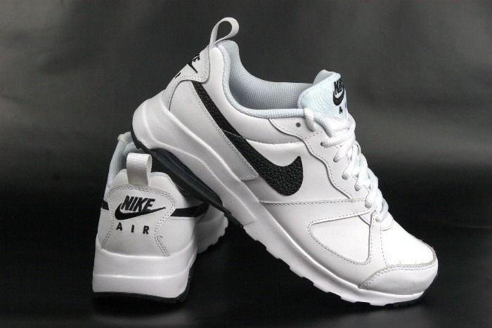 #Buty męskie Nike Air Max Tavas nawiązują wyglądem do klasycznej sylwetki legendarnego modelu do biegania. Mają poduszkę Max Air w zapiętku i waflową podeszwę zewnętrzną zapewniającą przyczepność na wielu nawierzchniach. Innowacyjne powłoki pokrywają wykonaną z #skóry cholewkę, nadając butom #nowoczesnywygląd i gwarantując wygodę.  #butymęskie #butysportowemęskie #męskiebutynike #nike #puma #reebok #adidas #obuwiemęskiej
