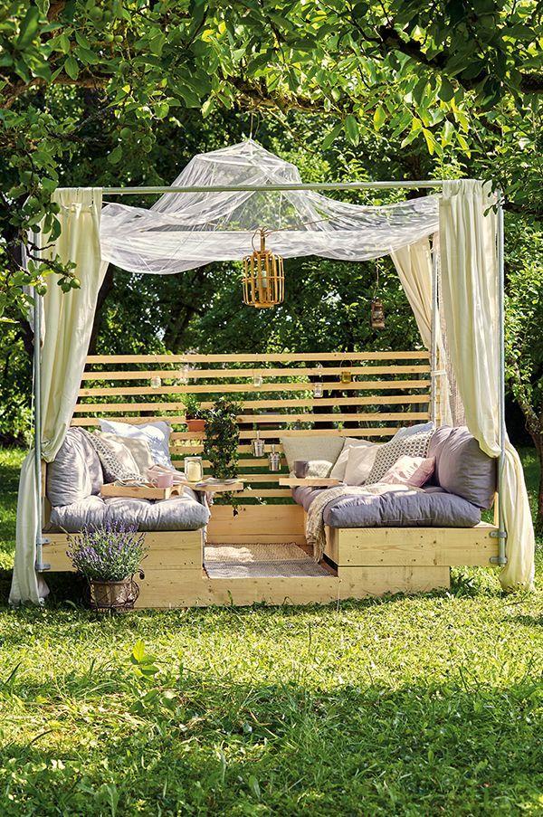 Urlaubsfeeling mit Deiner selbstgebauten Gartenlounge. Hier die Anleitung zum Ba…