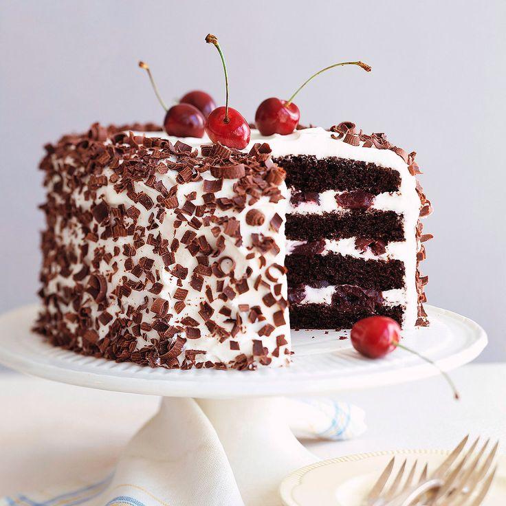 Descubre como preparar paso a paso la receta de Tarta Selva Negra. Te contamos los trucos para que triunfes en la cocina con Postres para chuparse los dedos