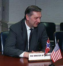 Johan Jørgen Holst, Pentagon 1993-03-16 (cropped).JPEG