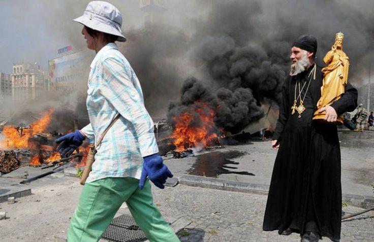 Прихожане Украинской Православной Церкви вынуждены проводить богослужения на улице