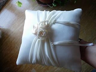 creative attitude: Il cuscino porta-fedi