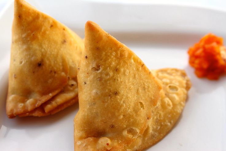 Mmmm.... Samosas! Enjoy these crispy pastries stuffed with either potatoes and peas or lamb and peas with a subtle touch of Indian spices. Great appetizer for any meal at Sitar Restaurant. #nhv #gscia #sitarnewhaven.
