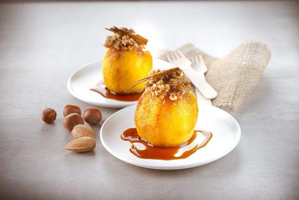 Manzanas rellenas de frutos secos y caramelo