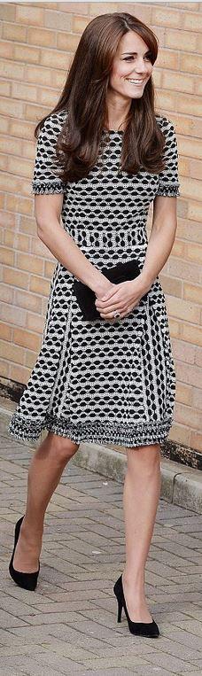 Kate Middleton: Dress – Tory Burch Paulina Dress SHOP  Shoes – Stuart Weitzman  Purse – Mulberry