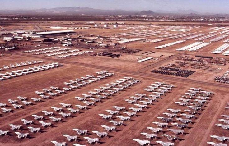 Visión aérea de las instalaciones de mantenimiento y almacenamiento de aeronaves de la Fuerza Aérea (AMARC) de Estados Unidos en Tucson (Arizona). | US Air Force