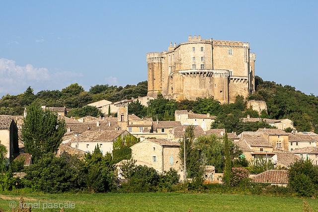 Château de Suze-la-Rousse Drôme Provence  http://www.sitestouristiques-drome.com/