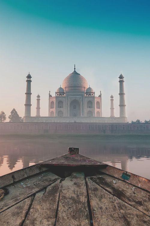 The taj Mahal at Sunrise - Debashis Talukdar on 500px via Tumblr Ailleurs communication, www.ailleurscommunication.fr Jeux-concours, voyages, trade marketing, publicité, buzz, dotations                                                                                                                                                      Plus