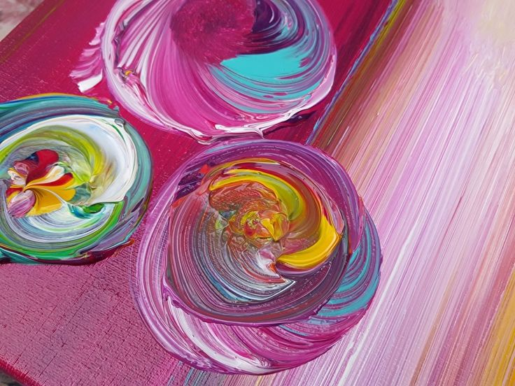 Monterrosso - 120 x 80 x 4,5 | VERKOCHT werk (referentie) | Galerie Taupe STUDIO 's-Hertogenbosch. Detail van abstract doek in primaire kleuren, met paars/geel/blauw ronden en dik verfgebruik.