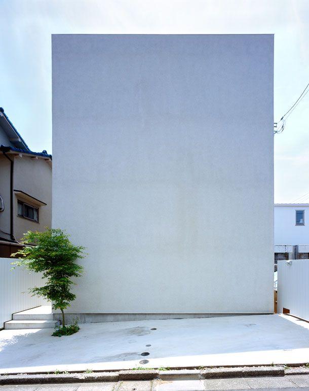 重厚感・深みのあるシンプルな外観の家・間取り(東京都