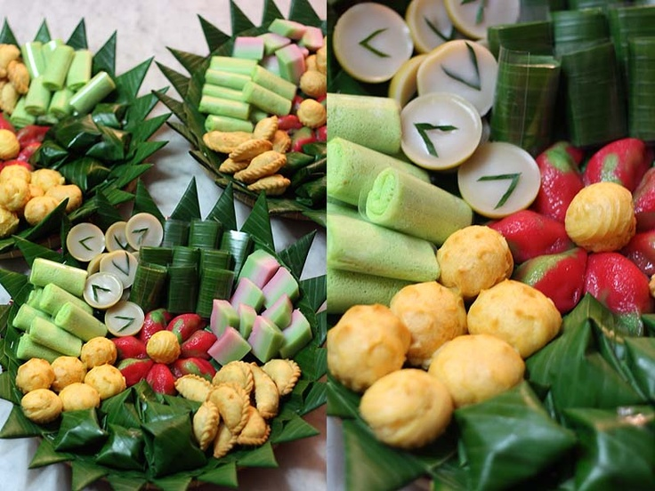 JAJAN PASAR TAMPAH - Tray of Indonesian desserts for special occasions