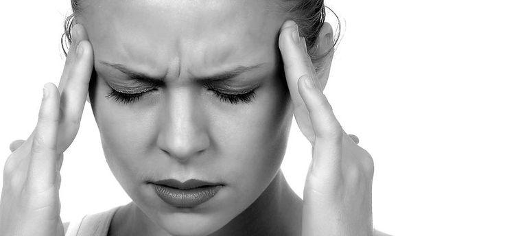 Připravte si stoprocentně přírodní nápoj, který vám pomůže s migrénou, a to již za pouhých deset minut! Migréna je prý podle vědců výsledkem abnormální činnosti mozku. Spuštěna může být díky návalu deprese, napětí, šoku, ale i menšího stresu. Dále za migrénou stojí hormonální změny, jako je menstruace, menopauza a z toho vzniklé bolesti hlavy, anebo …