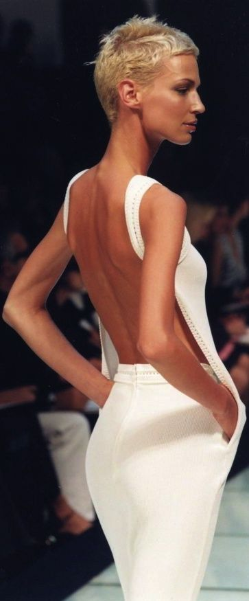 Forget cleavage.. that's so bleah.. bare backs are THE sexiest.. it always has a…