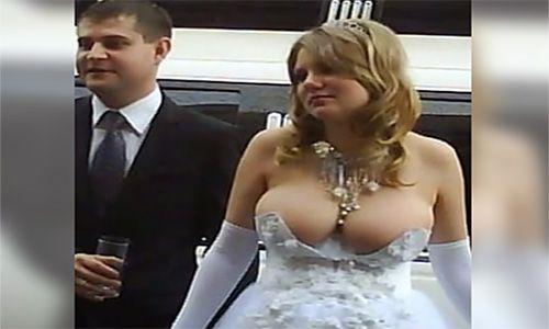 17 Vestidos De Novia Más Extravagantes De La Historia - #¡WOW!  http://www.vivavive.com/17-vestidos-de-novia-mas-extravagantes-de-la-historia/