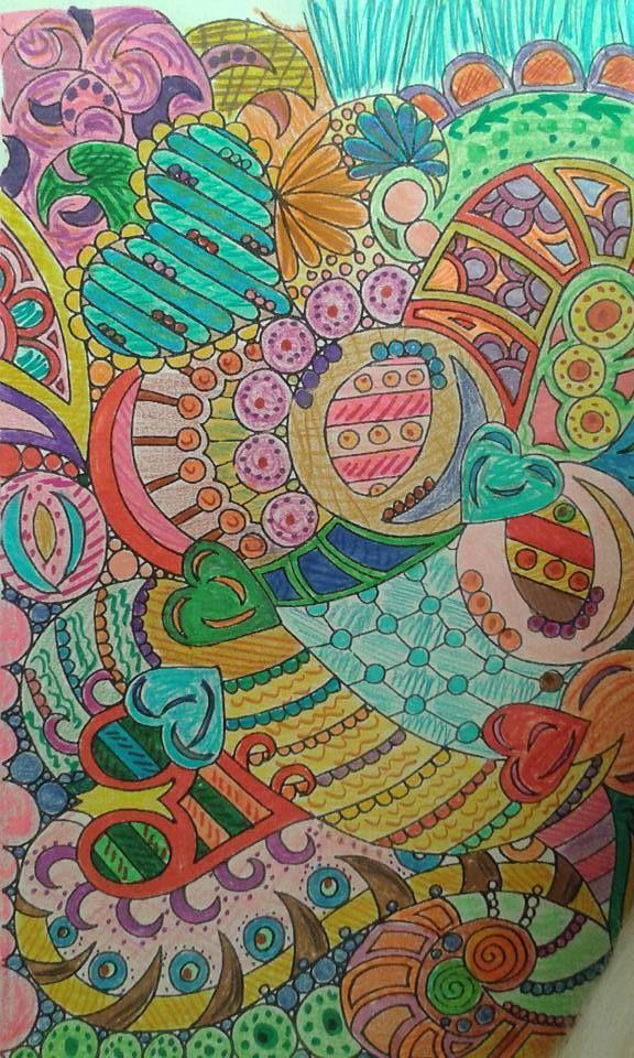Kezd megfertőzni a zen firkázós, színezősdi :) Ez sablonos és színeztem, ami igazi türelem játék sok pici és hát h melyik szín legyen? Így becsukott szemmel húztam mindig egyet egyet :D Ilyen lett...