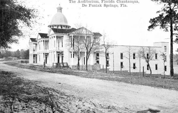 DeFuniak Springs FL historical homes on circle drive
