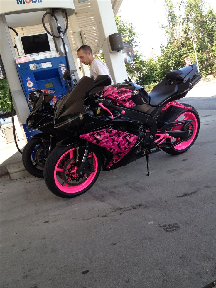 My black and pink Motocycle Pretty in pink bad ass in camo @pri13 Yamaha R1 #bikerchick
