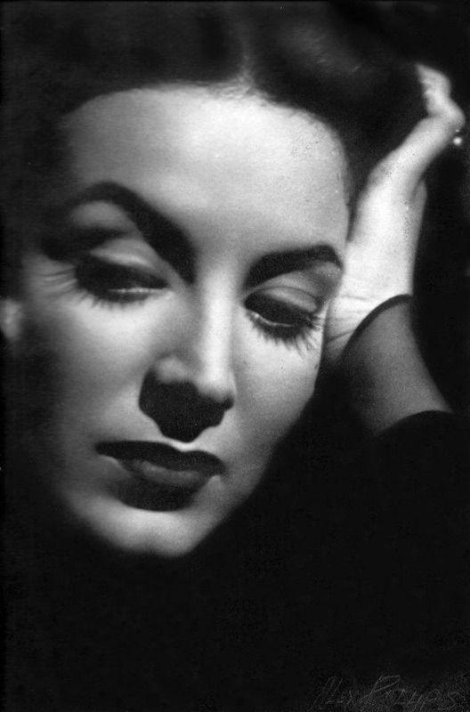 Maria Felix, en uno de sus muchos papeles en la epoca de oro del cine mexicano…