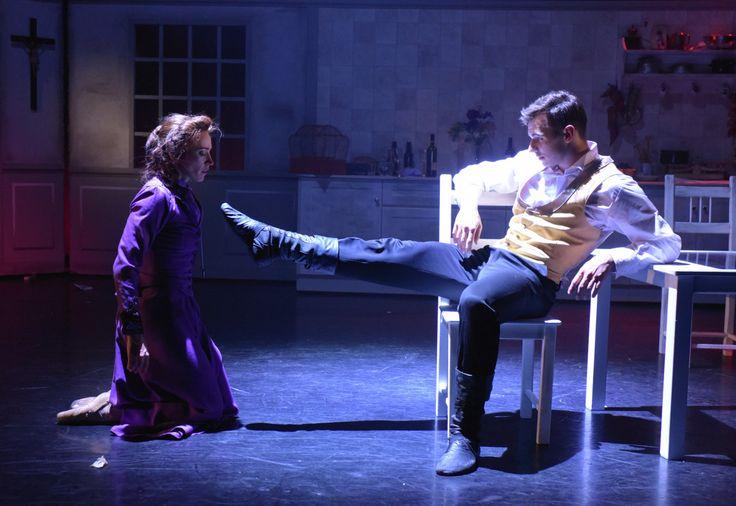 Slavné drama Augusta Strindberga Slečna Julie se poprvé objeví v repertoáru Divadla J. K. Tyla. Překvapivě ne jako činohra, ale v tanečním pojetí Libora Vaculíka. Na Malé scéně bude inscenace k vidění poprvé v sobotu 7. ledna.