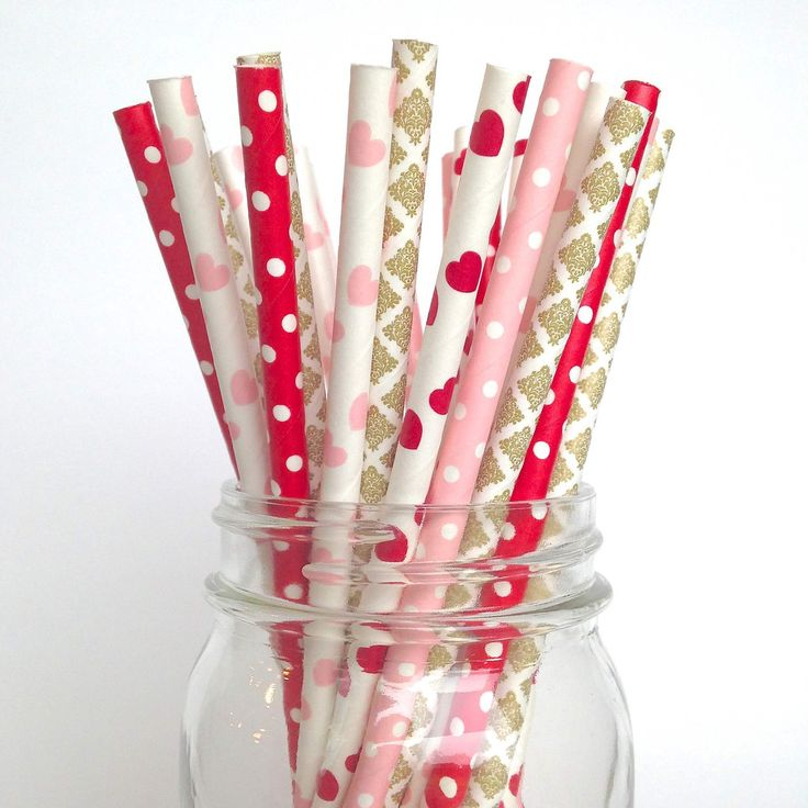 Valentine's Day Straws in Pink, Red and Gold  Our high quality and adorable sweetheart paper straws will simply melt your heart! | twigsandtwirls.com