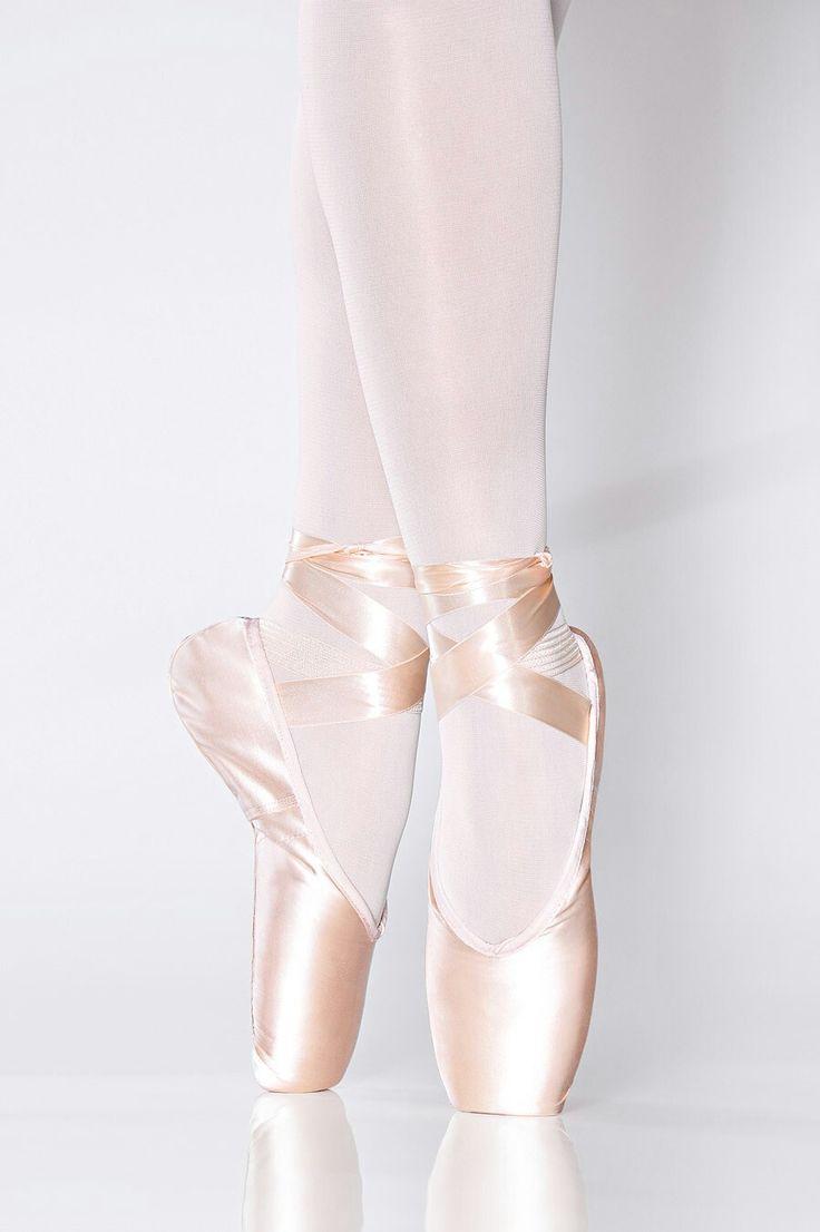 класса картинка балетки балерины зеленый забор