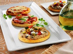 Mini pizzas: cheese, pepperoni and green pepper, Mediterranean grilled vegetable (finger food idea 2). #wedding