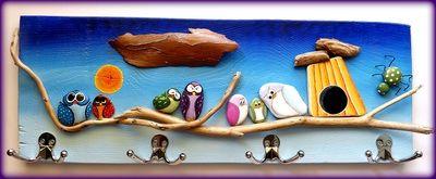 Μία όμορφη κρεμάστρα κατασκευασμένη από υλικά που τα βρήκα στην παραλία φέτος το καλοκαίρι. Πέτρες, ξύλα,...