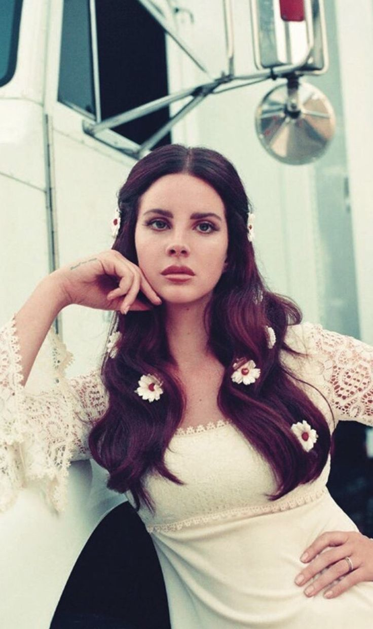 Lana Del Rey, looking like a lovely summer babe.