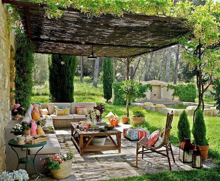 bright accents make outdoor home decor look festive and energetic outdoor furniture with plain cushions in light colors mixed with colorful decor