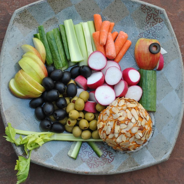 Extra sharp raw vegan cheddar cheese ball (love the presentation!)