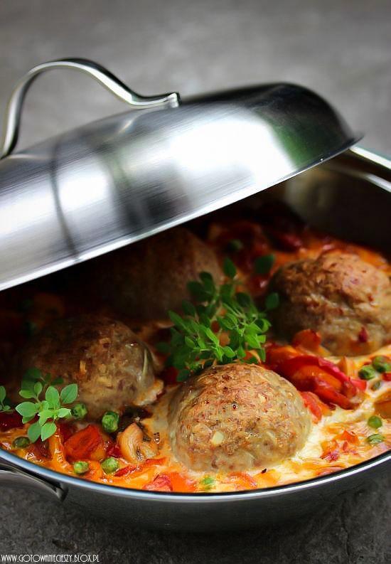 Klopsy indycze zapiekane w warzywach - Gotuję, bo lubię