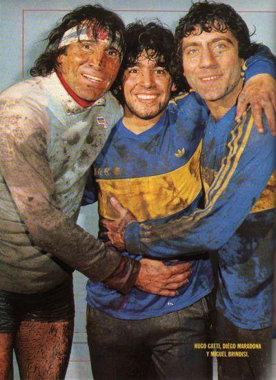 Hugo Gatti, Diego Maradona y Miguel Brindisi.