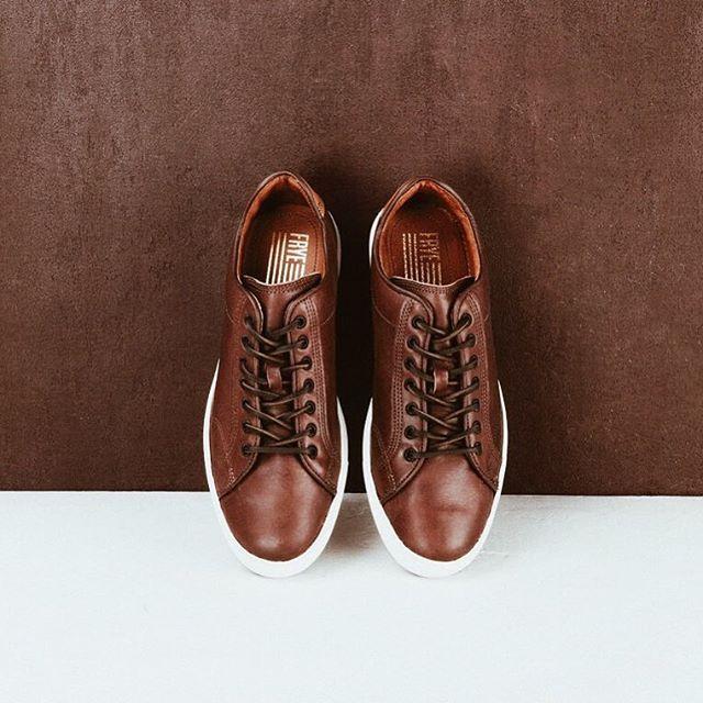 Tennis shoes sneakers, Sneakers
