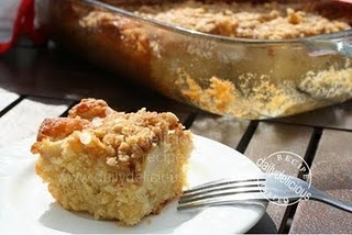 apple crumble traybake - perfect for tea!