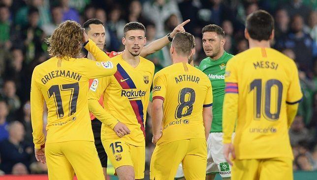 برشلونة يخفض فاتورة رواتب اللاعبين لكنه ما زال متصدرا Sports Jersey Jersey Football