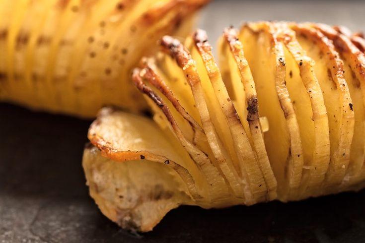 Le patate hasselback sono un contorno molto sfizioso e particolare seppure molto semplice. Ecco la ricetta ed alcuni consigli utili