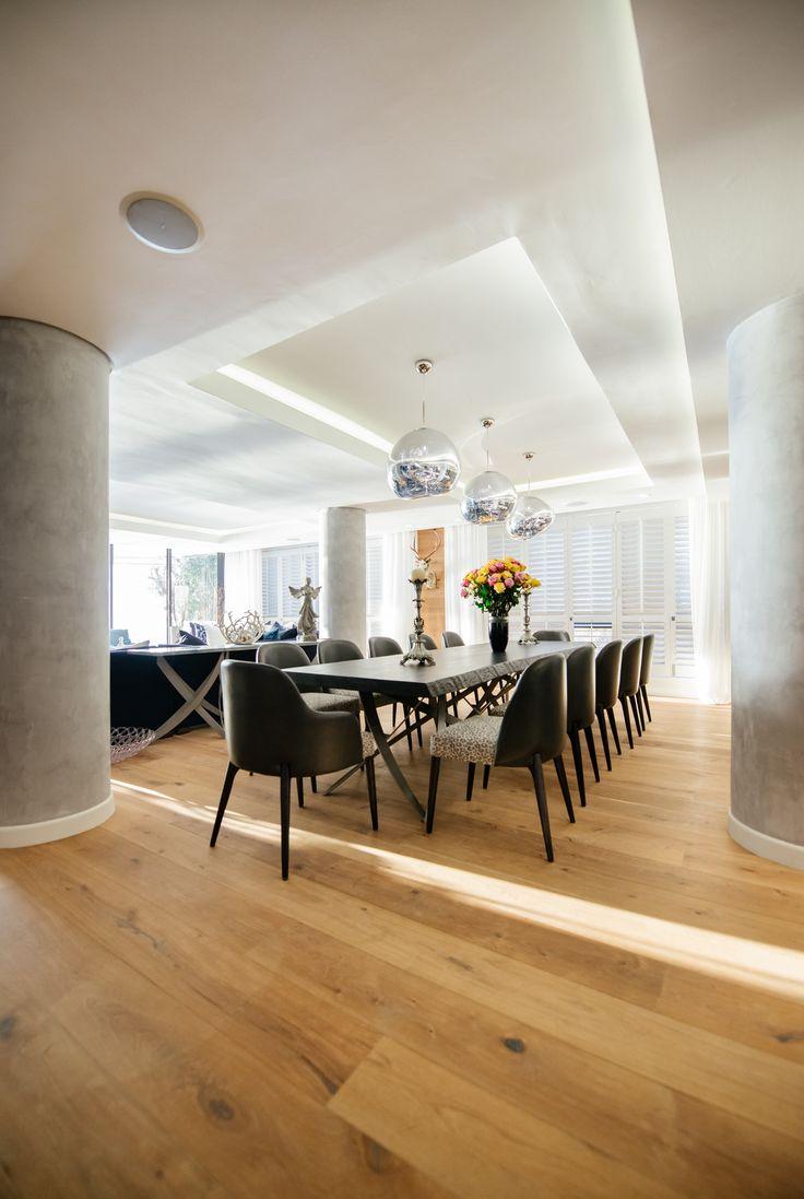 Ocean meets opulence in this gorgeous Clifton revamp! #interiordesign #interiordecor #luxuriousinteriors #beachhouse #luxuriousbeachhouse #marble #opulenthouses #dreamhouses #dreamhome #beautifulspaces