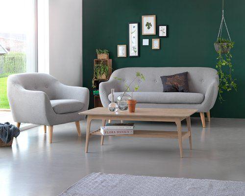 Кімнату можна зробити функціональною та стильною, обравши меблі, які не виглядають масивними та м'які кольори.