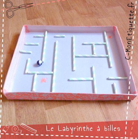 Labyrinthe à billes DIY Tuto : http://www.c-monetiquette.fr/atelier-labyrinthe-bille
