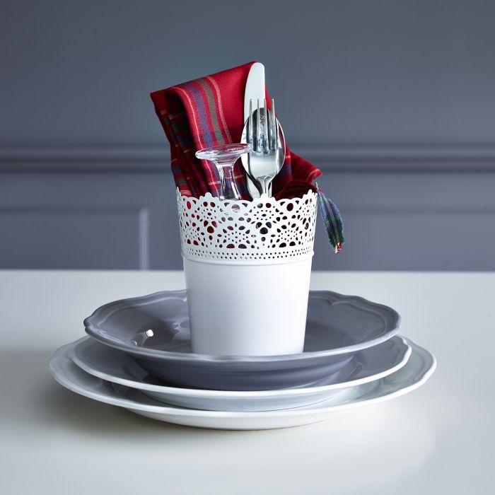 Στρώστε το γιορτινό τραπέζι με αγάπη και φαντασία και σίγουρα το αποτέλεσμα θα ευχαριστήσει τους καλεσμένους σας!